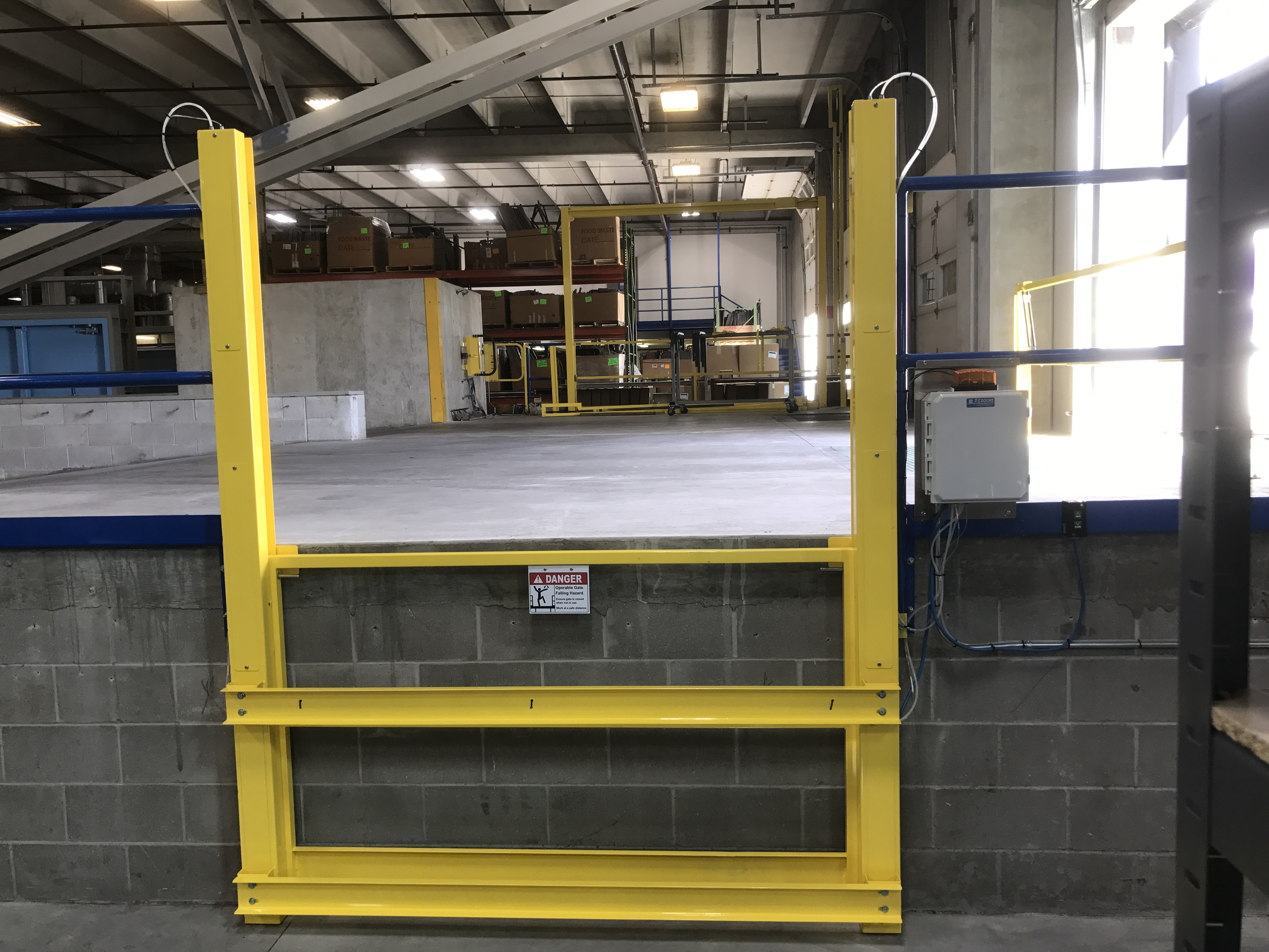 Vertical Mezzanine Safety Gate: Industrial Railings